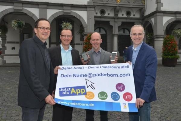 Freuen sich auf die App: (v. l.) Jens Reinhardt, Leiter Amt für Öffentlichkeitsarbeit und Stadtmarketing, Jochen Meyer und Alexander Birnbaum, mediaBEAM, und Thomas Kloppenburg, Leiter IT Stadt Paderborn.
